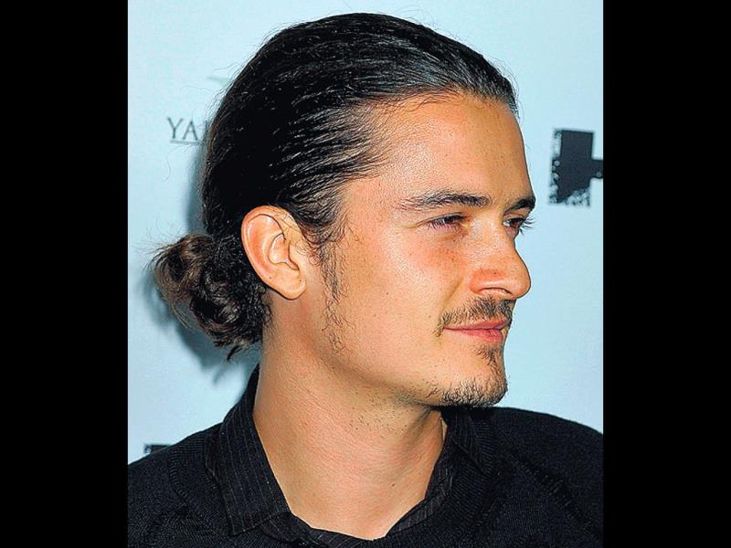 2-beautiful-Curly-Bun-hair-style-of-Orlando-Bloom