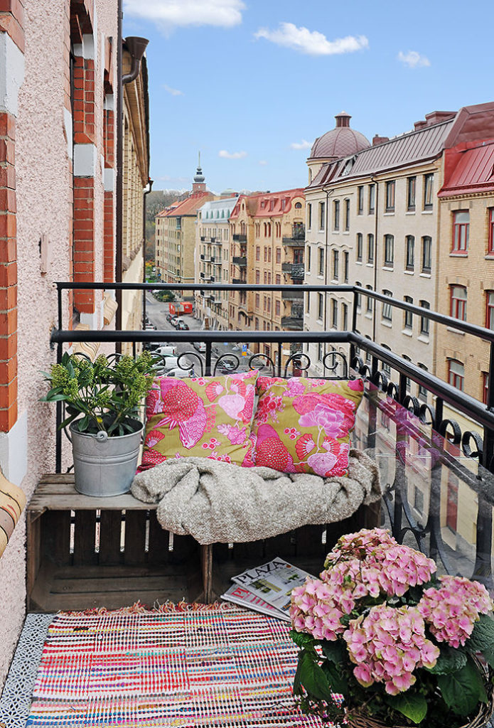 balcony-decorating-ideas-18-573c3b1ecc798__700